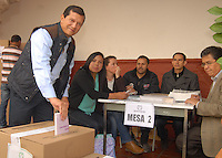 TUNJA -COLOMBIA. 09-03-2014. Aspecto de las elecciones parlamentarias en Tunja, Colombia, hoy 9 de marzo de 2014.  los colombianos elegirán por voto directo en las urnas 102 nuevos miembros del Senado de la República, 166 representantes a la Cámara de Representantes y 5 representantes al Parlamento Andino./ Aspect of the parliamentary elections in Tunja, Colombia, today March 9, 2014. Colombians will elect by direct vote at the polls 102 new members of the Senate, 166 representatives to the House of Representatives and five representatives to the Andean Parliament. Photo: VizzorImage/ Jose Miguel Palencia / Str