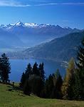 Oesterreich, Salzburger Land, Herbst am Zeller See: Schuettdorf und Zell am See mit Kitzsteinhorn (3.203 m) und Glocknergruppe | Austria, Salzburger Land, Schuettdorf and Zell at Zeller Lake with Kitzsteinhorn mountain (3.203 m) and Glockner mountain range, autumn