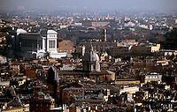 panoramic view from the st. pietro cathedral - in the middel the colosseum - overview over the historical centre of rome.  Foto: Norman Rembarz..GPS:  longitude - E12°27.198'.            latitude - N41°54.126'.            altidude - 141 m..Norman Rembarz , Autorennummer 41043728 , Holbeinstr. 14, 04229 Leipzig, Tel.: 01794887569, Hypovereinsbank: BLZ: 86020086, KN: 357889472, St.Nr.: 231/261/06432 - Jegliche kommerzielle Nutzung ist honorar- und mehrwertsteuerpflichtig! Persönlichkeitsrechte sind zu wahren. Es wird keine Haftung übernommen bei Verletzung von Rechten Dritter. Autoren-Nennung gem. §13 UrhGes. wird verlangt. Weitergabe an Dritte nur nach  vorheriger Absprache..