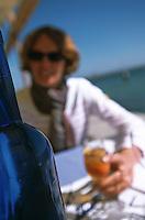 """Europe/France/Aquitaine/33/Gironde/Bassin d'Arcachon/Le Cap Ferret: Client à la terrasse du """"Pinasse Café"""""""