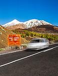 Spanien, Kanarische Inseln, Teneriffa, Teide National Park und der schneebedeckte Pico del Teide (3.718 m), Spaniens hoechster Berg | Spain, Canary Islands, Tenerife, Teide National Park: snow covered Pico del Teide (3.718 m)