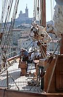 Europe/France/Provence-Alpes-Côte d'Azur/13/Bouches-du-Rhône/Marseille: le Vieux Port -Voilier et Notre Dame de la Garde