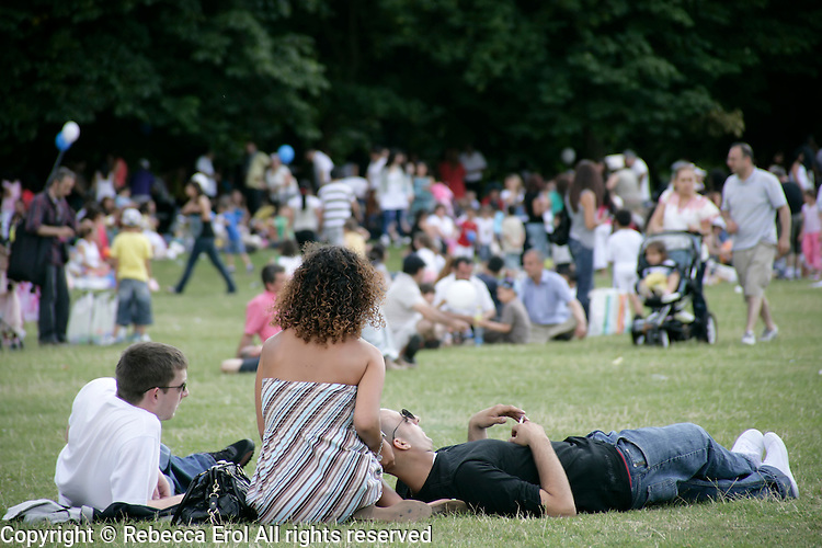 Clissold Park in Hackney, London, UK: Turkish and Kurdish people enjoy the Day-Mer Festival 2009