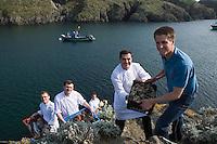 """Europe/France/Bretagne/56/Morbihan/Belle-Ile/Bangor: l'Hotel-Restaurant """"Le Castel Clara""""  à l'anse de Port  Goulphar.  Mr Goumy , son chef Christophe Hardouin et la brigade.Une  cuisine de la mer"""