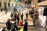 Emergenza Coronavirius Lombardia Zona Rossa controlli della polizia in Stazione Centrale cronaca Milano 06/11/2020 Coronavirus Emergency police control in the Central railway station chronicle Milan 06/11/2020