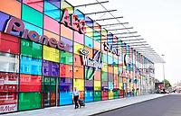 Nederland Almere 2018 . Gevel van de Mediamarkt. Het gebouw is een ontwerp van William Alsop. Foto Berlinda van Dam / Hollandse Hoogte