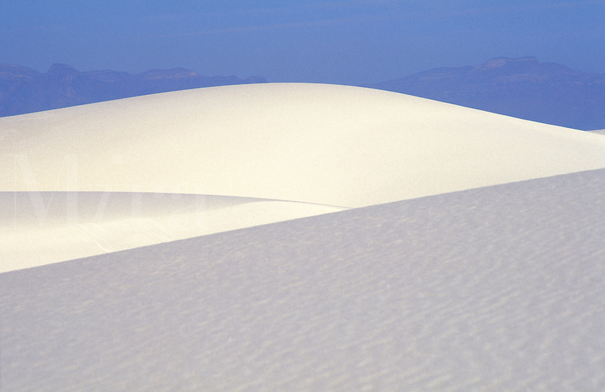 USA, New Mexico White Sands National Monument. sand dune