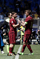 Calcio, Serie A: Roma, stadio Olimpico, 30 aprile 2017.<br /> AS Roma's Francesco Totti (l) enters to play instead of Daniele De Rossi (r) during the Italian Serie A football match between AS Roma an Lazio at Rome's Olympic stadium, April 30 2017.<br /> UPDATE IMAGES PRESS/Isabella Bonotto