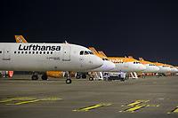 Mit 9 Jahren Verspaetung wurde am 31. Oktober 2020 der Flughafen Berlin-Brandenburg BER in Schoenefeld eroeffnet.<br /> Im Bild: Flufzeuge der Luftfahrtgesellschaften Lufthansa und Easy Jet auf ihren Parkpositionen.<br /> 31.10.2020, Schoenefeld<br /> Copyright: Christian-Ditsch.de