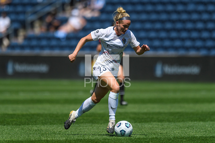 BRIDGEVIEW, IL - JUNE 5: Kristen Hamilton #23 of the North Carolina Courage dribbles the ball during a game between North Carolina Courage and Chicago Red Stars at SeatGeek Stadium on June 5, 2021 in Bridgeview, Illinois.