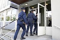 JUVISY SUR ORGE, LE 07/02/2017 - MARINE LE PEN S'EST DEPLACEE AU COMMISSARIAT DE JUVISY SUR ORGE DANS LE CADRE DE SA CAMPAGNE PRESIDENTIELLE. ELLE EST ALLEE A LA RENCONTRE DES POLICIERS SUR LE THEME SECURITE ET SOUTIEN AUX FORCES DE L'ORDRE. # MARINE LE PEN EN DEPLACEMENT A JUVISY SUR ORGE