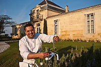 Europe/France/Aquitaine/33/Gironde/Médoc/Pauillac: t  Château Cordeillan-Bages  - Le chef: Jean-Luc Rocha dans le jardin d'herbes de la Chartreuse de Château Cordeillan-Bages Relais et Château [Non destiné à un usage publicitaire - Not intended for an advertising use]