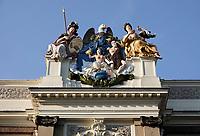 Nederland  Alkmaar- September 2020 .  Rijk decoreerde gevel in de Langestraat in Lodewijk XIV-stijl. De goede rechter wordt uitgebeeld. Het pand Moriaanshoofd is een voormalig patriciërshuis. Het pand is in de eerste helft van de 18e eeuw gebouwd. Het pand maakt onderdeel uit van het oude Stadhuis van Alkmaar.. Foto : ANP/ Hollandse Hoogte / Berlinda van Dam