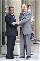 LE PRESIDENT JACQUES CHIRAC RECOIT SON HOMOLOGUE CAMEROUNAIS PAUL BIYA A L' ELYSEE. #