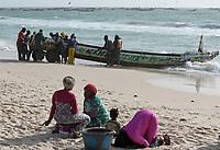 MAURETANIA, Nouakchott, atlantic ocean, fishing harbour, coast fisherman, muslim woman at prayer to Mecca direction / MAURETANIEN, Nuakschott, Fischerhafen, atlantischer Ozean, Küstenfischer