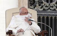 Un soffio di vento solleva la mantellina di Papa Francesco durante la sua udienza generale del mercoledi' in Piazza San Pietro, Citta' del Vaticano, 26 aprile, 2017.<br /> A gust of wind blows Pope Francis' mantle during his weekly general audience in Saint Peter's squareat the Vatican, on April 26, 2017.<br /> UPDATE IMAGES PRESS/Isabella Bonotto<br /> <br /> STRICTLY ONLY FOR EDITORIAL USE