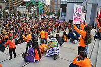 Finale de la Marche pour la Réconciliation, le 30 septembre 2021, sur le parvis de la Place des arts.<br /> <br /> Il s'agit de la 1ere journée de commémoration des enfants des pensionnats.<br /> <br /> PHOTO : Agence Quebec Presse