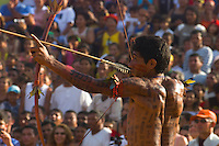 Índios da Etnia Xipaia durante campeonato de arco e flexa no l jogos indígenas do Pará que conta com a participação de 14 etnias do estado e mais uma do Tocantins com a participação de 500 atletas.<br /> Tucuruí Pará Brasil.<br /> 17/06/2004<br /> Foto Paulo santos/Interfoto<br /> <br /> Jogos Indígenas.<br /> Tucuruí , Pará, Brasil.<br /> Foto Paulo Santos<br /> 2004