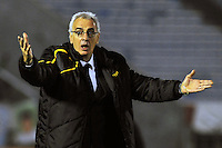 MONTEVIDEO - URUGUAY - 16-09-2014: Jorge Fossati, técnico de Peñarol de Uruguay da instrucciones a los jugadores durante partido de ida de la segunda fase, llave 06 de la Copa Total Suramericana entre Peñarol de Uruguay y Deportivo Cali de Colombia en el estadio Centenario, de la ciudad de Montevideo. / Jorge Fossati, coach of Peñarol of Uruguay,  gives instructions to the playes during a match for the first round, of the second phase, Key 06 between Peñarol of Uruguay and Deportivo Cali of Colombia, of the Copa Total Suramericana in the Centenario, Stadium in Montevideo city. Photo: Photogamma / VizzorImage.