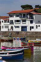 France, Aquitaine, Pyrénées-Atlantiques, Pays Basque, Ciboure:  Port de Socoa - Batels ou Batteleku , ces anciennes  barques de pêche servent désormais à des compétitions    //  France, Pyrenees Atlantiques, Basque Country, Ciboure, Socoa port: Batels or Batteleku, these old fishing boats are now used in competitions