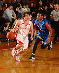 Brant Flowers bring the ball inside at St. Thomas High School Friday  Feb. 2,2007.(Dave Rossman/For the Chronicl01