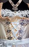 Deutschland, Bayern. Brautdirndl (Detail) | Germany, Bavaria, Bad Toelz: bride dirndl dress (close-up)
