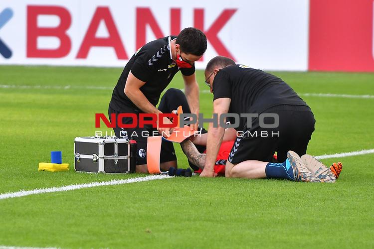 13.09.2020, Carl-Benz-Stadion, Mannheim, GER, DFB-Pokal, 1. Runde, SV Waldhof Mannheim vs. SC Freiburg, <br /> <br /> DFL REGULATIONS PROHIBIT ANY USE OF PHOTOGRAPHS AS IMAGE SEQUENCES AND/OR QUASI-VIDEO.<br /> <br /> im Bild: Verletzung Mark Flekken (#26, SC Freiburg)<br /> <br /> Foto © nordphoto / Fabisch