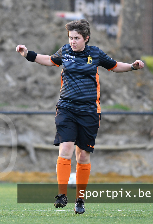 Match referee Sylvie Deckers pictured warming up before  a female soccer game between Sporting Charleroi and KRC Genk on the 4 th matchday in play off 2 of the 2020 - 2021 season of Belgian Scooore Womens Super League , friday 30 th of April 2021  in Marcinelle , Belgium . PHOTO SPORTPIX.BE | SPP | Jill Delsaux