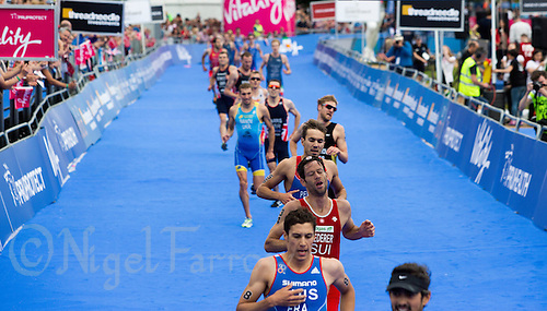 31 MAY 2014 - LONDON, GBR - Competitors race to the finish at the end of the men's 2014 ITU World Triathlon Series round in Hyde Park in London, Great Britain (PHOTO COPYRIGHT © 2014 NIGEL FARROW, ALL RIGHTS RESERVED)