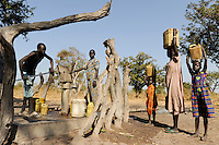 "Afrika Suedsudan Rumbek , Cuibet County , Dinka holen Wasser von einer Pumpe | .Africa South Sudan Rumbek , Cuibet , Dinka fetch water from pump in village .| [ copyright (c) Joerg Boethling / agenda , Veroeffentlichung nur gegen Honorar und Belegexemplar an / publication only with royalties and copy to:  agenda PG   Rothestr. 66   Germany D-22765 Hamburg   ph. ++49 40 391 907 14   e-mail: boethling@agenda-fototext.de   www.agenda-fototext.de   Bank: Hamburger Sparkasse  BLZ 200 505 50  Kto. 1281 120 178   IBAN: DE96 2005 0550 1281 1201 78   BIC: ""HASPDEHH"" ,  WEITERE MOTIVE ZU DIESEM THEMA SIND VORHANDEN!! MORE PICTURES ON THIS SUBJECT AVAILABLE!! ] [#0,26,121#]"