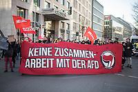 """Mehrere hundert Menschen demonstrierten am Samstag den 8. Februar 2020 in Berlin unter dem Motto """"Wir haben Platz!"""" fuer die Aufnahme minderjaehriger Gefluechteter aus griechischen Fluechtlingslagern. Die Kinder leben dort unter unmenschlichen Bedingungen.<br /> Aufgerufen zu der Demonstration hatte das Buendnis #seebruecke.<br /> Im Bild: Die Demonstration wurde unterstuetzt von einem Buendnis, welches gegen die Wahl des Thueringischen Ministerpraesidenten mit Unterstuetzung der AfD protestierte. <br /> 8.2.2020, Berlin<br /> Copyright: Christian-Ditsch.de<br /> [NUR FUER REDAKTIONELLE ZWECKE! Werbung nur auf Anfrage beim Fotografen. Inhaltsveraendernde Manipulation des Fotos nur nach ausdruecklicher Genehmigung des Fotografen. Vereinbarungen ueber Abtretung von Persoenlichkeitsrechten/Model Release der abgebildeten Person/Personen liegen nicht vor. NO MODEL RELEASE! Don't publish without copyright Christian-Ditsch.de, Veroeffentlichung nur mit Fotografennennung, sowie gegen Honorar, MwSt. und Beleg. Konto: I N G - D i B a, IBAN DE58500105175400192269, BIC INGDDEFFXXX, Kontakt: post@christian-ditsch.de<br /> Bei der Bearbeitung der Dateiinformationen darf die Urheberkennzeichnung in den EXIF- und  IPTC-Daten nicht entfernt werden, diese sind in digitalen Medien nach §95c UrhG rechtlich geschuetzt. Der Urhebervermerk wird gemaess §13 UrhG verlangt.]"""