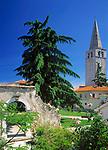 Kroatien, Istrien, Porec: Altstadt mit St. Euphrasius Basilika   Croatia, Istria, Porec: old town with St. Euphrasius Basilica