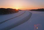 Fjord du Saguenay vu d'avion. Trainée dans la glace laissée par le brise glace. Quebec en hiver. Canada
