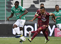 PALMIRA - COLOMBIA, 21-03-2021: Andres Colorado del Cali disputa el balón con Luis Fernando Miranda del Tolima durante partido entre Deportivo Cali y Deportes Tolima por la fecha 13 de la Liga BetPlay DIMAYOR I 2021 jugado en el estadio Deportivo Cali de la ciudad de Palmira. / Andres Colorado of Cali vies for the ball with Luis Fernando Miranda of Tolima during match between Deportivo Cali and Deportes Tolima for the date 13 as part of BetPlay DIMAYOR League I 2021 played at Deportivo Cali stadium in Palmira city.  Photo: VizzorImage / Gabriel Aponte / Staff