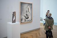 """Die Ausstellung """"Picasso. Das spaete Werk"""" wird vom 9. Maerz bis 16. Juni 2019 im Potsdamer Museum Barberini gezeigt.  Alle Leihgaben, Gemaelde, Keramiken, Skulpturen und Graphiken von Pablo Picasso (1881–1973), stammen aus der Sammlung Jacqueline Picasso (1927–1986).<br /> In der von Gastkurator Bernardo Laniado-Romero getroffenen Auswahl befinden sich zahlreiche Werke, die erstmalig in Deutschland gezeigt werden sowie einige, die zum ersten Mal in einem Museum praesentiert werden.<br /> Im Bild: """"Profil einer sitzenden Frau"""", Oel auf Leinwand, 9. November und 6.  Dezember 1962.<br /> 7.3.2019, Potsdam<br /> Copyright: Christian-Ditsch.de<br /> [Inhaltsveraendernde Manipulation des Fotos nur nach ausdruecklicher Genehmigung des Fotografen. Vereinbarungen ueber Abtretung von Persoenlichkeitsrechten/Model Release der abgebildeten Person/Personen liegen nicht vor. NO MODEL RELEASE! Nur fuer Redaktionelle Zwecke. Don't publish without copyright Christian-Ditsch.de, Veroeffentlichung nur mit Fotografennennung, sowie gegen Honorar, MwSt. und Beleg. Konto: I N G - D i B a, IBAN DE58500105175400192269, BIC INGDDEFFXXX, Kontakt: post@christian-ditsch.de<br /> Bei der Bearbeitung der Dateiinformationen darf die Urheberkennzeichnung in den EXIF- und  IPTC-Daten nicht entfernt werden, diese sind in digitalen Medien nach §95c UrhG rechtlich geschuetzt. Der Urhebervermerk wird gemaess §13 UrhG verlangt.]"""