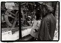 1988 File Photo - Montreal (qc) CANADA -  O'Gilvies christmas window