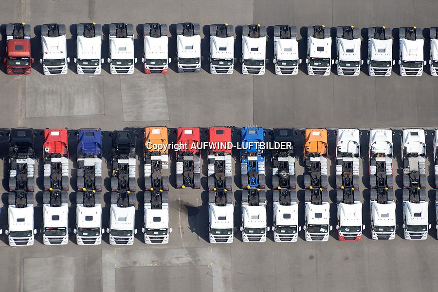 LKW Neuwagen : EUROPA, DEUTSCHLAND, HAMBURG, (EUROPE, GERMANY), 20.04.2018: Angebot von neuen Lastkraftwagen der Firma MAN in der Andreas Meyer Strasse