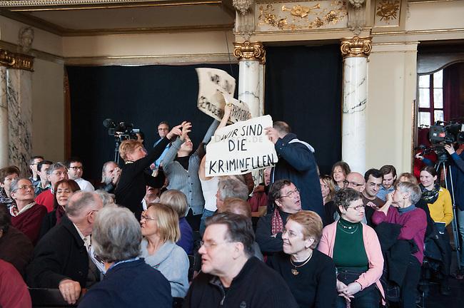 """Der rechte SPD-Populist Thilo Sarrazin sollte am Sonntag den 2. Maerz 2014 auf Einladung des Politmagazin Cicero im Berliner Ensemble sein umstrittenes Buch """"Der Neue Tugendterror - Ueber die Grenzen der Meinungsfreiheit in Deutschland"""" vorstellen. Ca. 300 Menschen protestierten davor gegen seinen Auftritt in dem von Berthold Brecht gegruendeten Theater.<br />Etwa 20 Personen von Antirassitischen Gruppen gelang es im Publikum Platz zu nehmen. Mit Einmarsch von Sarrazin riefen sie laut Parolen gegen den ihrer Meinung nach Rassisten und hielten Plakate hoch. Anhaenger Sarrazins gingen zum Teil handgreiflich auf die Protestierer los. Die Veranstaltung musste nach ca. 30 Minuten abgebrochen werden ohne das Sarrazin eine seiner Thesen vortragen konnte.<br />Im Bild: Protest im Saal.<br />2.3.2014, Berlin<br />Copyright: Christian-ditsch.de<br />[Inhaltsveraendernde Manipulation des Fotos nur nach ausdruecklicher Genehmigung des Fotografen. Vereinbarungen ueber Abtretung von Persoenlichkeitsrechten/Model Release der abgebildeten Person/Personen liegen nicht vor. NO MODEL RELEASE! Don't publish without copyright Christian-Ditsch.de, Veroeffentlichung nur mit Fotografennennung, sowie gegen Honorar, MwSt. und Beleg. Konto:, I N G - D i B a, IBAN DE58500105175400192269, BIC INGDDEFFXXX, Kontakt: post@christian-ditsch.de Urhebervermerk wird gemaess Paragraph 13 UHG verlangt.]"""