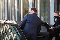 """Bundesgesundheitsminister Jens Spahn (CDU) nahm am Dienstag den 3. November in Berlin vor der Bundespressekonferenz Stellung zum Thema """"Die Pandemielage im Lock down"""". Begleitet wurde er dabei von Experten des Helmholtz Zentrum fuer Infektionsforschung, des Robert-Koch-Institut, des Vereins der Labormediziner ALM und der Deutschen Interdisziplinaeren Vereinigung fuer Intensiv- und Notfallmedizin.<br /> Im Bild: Jens Spahn nach der Pressekonferenz.<br /> 3.11.2020, Berlin<br /> Copyright: Christian-Ditsch.de"""