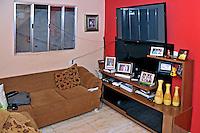 Sala de casa na Favela da Erundina. Sao Paulo. 2014. Foto de Marcia Minillo.