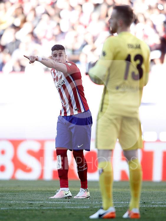 Atletico de Madrid's Jose Maria Gimenez (l) and Jan Oblak during La Liga match. April 30,2016. (ALTERPHOTOS/Acero)