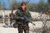 - paratrooper of the airborne brigade Folgore ....- paracadutista della brigata aerotrasportata Folgore