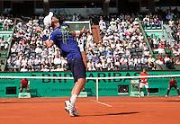 28-05-10, Tennis, France, Paris, Roland Garros, 28-05-10, Tennis, France, Paris, Roland Garros, Thiemo de Bakker(foreground) versus  Jo-Wilfriet Tsonga