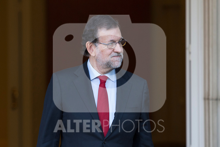 Spain's Prime Minister Mariano Rajoy leaves the Moncloa Palace before meeting with main Socialist opposition leader Pedro Sanchez in Madrid, Spain. December 23, 2015. (ALTERPHOTOS/Victor Blanco)