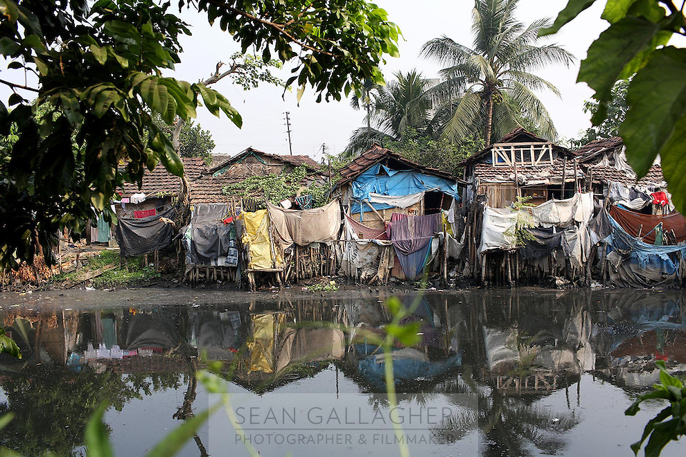 A slum community near a wetland on the outskirts of Kolkata.<br />