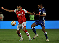 BOGOTÁ-COLOMBIA, 15-01-2020: Jhon Duque de Millonarios y Daniel Giraldo de Independiente Santa Fe disputan el balón, durante partido Millonarios y el Independiente Santa Fe, por el Torneo ESPN 2020, jugado en el estadio Nemesio Camacho El Campin de la ciudad de Bogotá. / Jhon Duque of Millonarios and Daniel Giraldo of Independiente Santa Fe vie for the ball, during a match between Millonarios and Independiente Santa Fe, for the ESPN Tournament 2020, played at the Nemesio Camacho El Campin stadium in the city of Bogota. Photo: VizzorImage / Luis Ramírez / Staff.