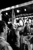 Festival di trombe di Guca (Cacak), il più grande festival mondiale di trombe e ottoni. Spettatori a un concerto --- Guca trumpet festival, world's biggest brass band festival. Spectators at a concert