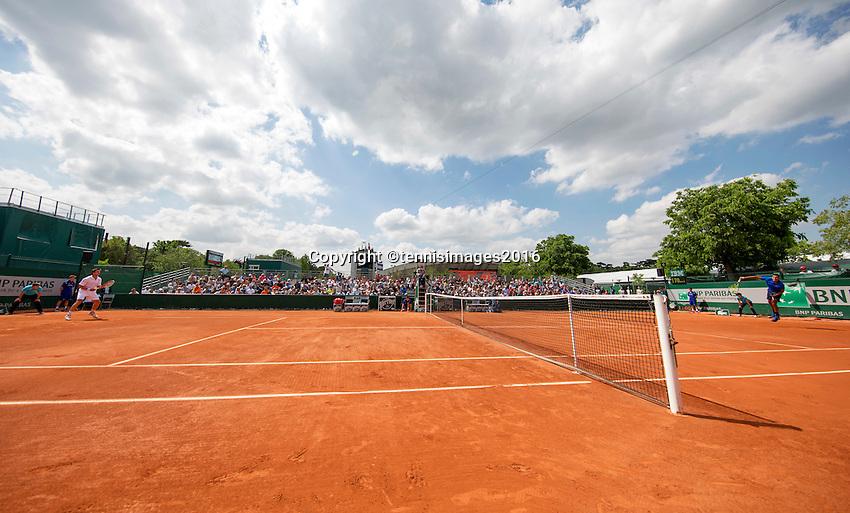 Paris, France, 25 June, 2016, Tennis, Roland Garros, Match on court 6:  Igor Sijsling (NED) (L) vs Nick Kyrgios (AUS)<br /> Photo: Henk Koster/tennisimages.com
