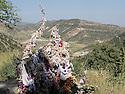 Iraq 2011 <br /> Wish tree  in Lalesh  <br /> Irak 2011 <br /> Arbre a voeux au sanctuaire de Lalesh