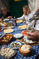 Europe/France/Provence-Alpes-Côte d'Azur/13/Bouches-du-Rhône/Marseille: Repas au cabanon d'Yves Darnaud, cabanonier à la Calanque de Sormiou - L'aïoli garni , plat traditionnel provençal
